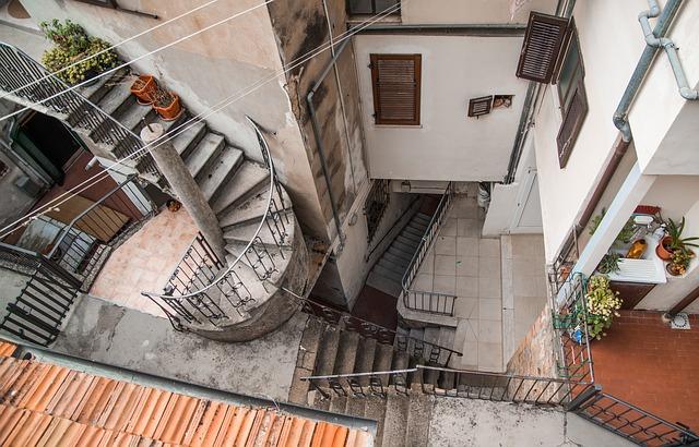 Venkovní točité schody.jpg