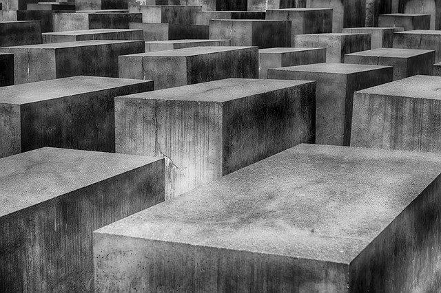 betonové kvádry – památník holocaustu